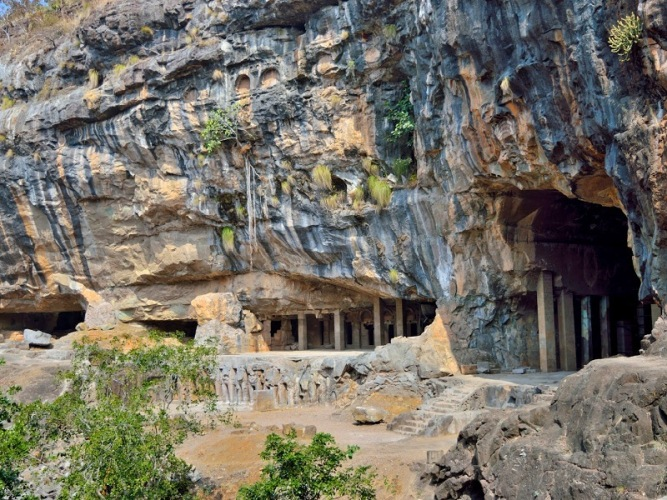 Pitalkhora Caves are known for its fascinating carvings