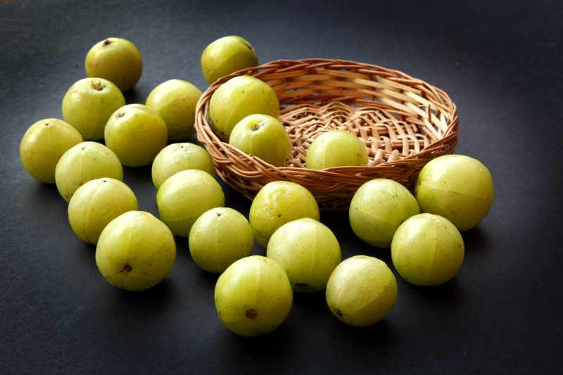 आंवला खाने के फायदे और नुकसान Amla Khane Ke Fayde or Nuksan in Hindi