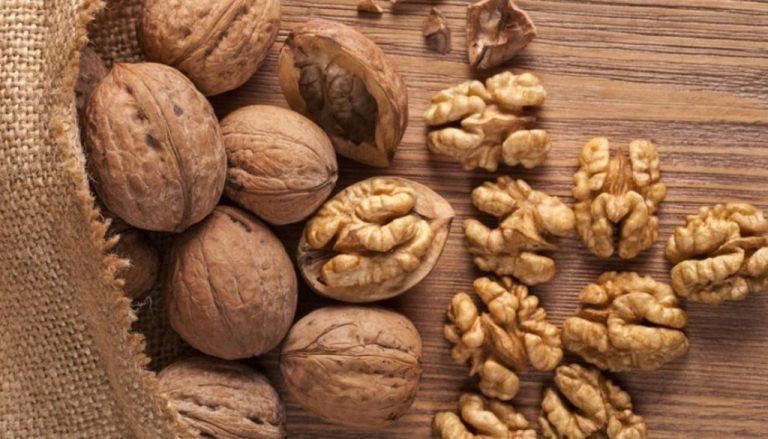 अखरोट खाने के फायदे और नुकसान Akhrot Khane Ke Fayde or Nuksan in Hindi