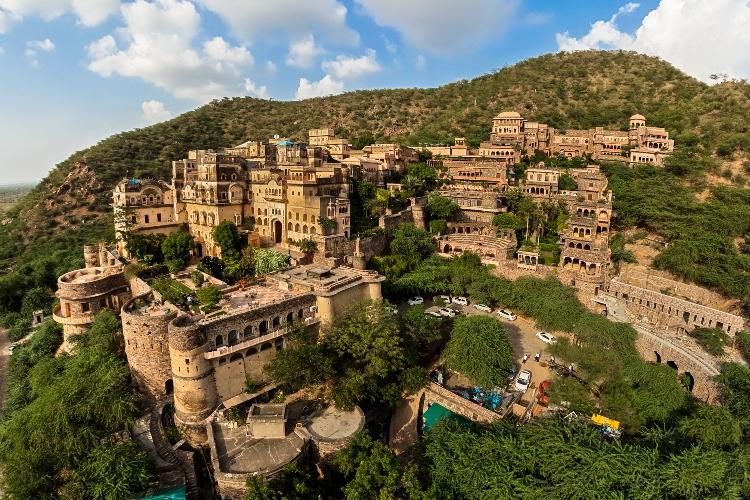 नीमराना किले के बारे में About Neemrana Fort