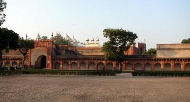 आगरा किले में गलियारे - Corridors in Agra fort